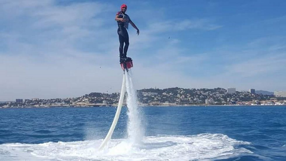 voler sur l 39 eau flyboard marseille jetski louer. Black Bedroom Furniture Sets. Home Design Ideas