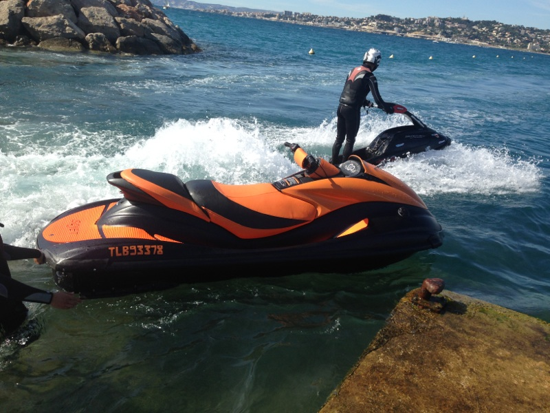 conduire un jet ski sans permis c tier marseille location de jet ski marseille cassis sojet. Black Bedroom Furniture Sets. Home Design Ideas