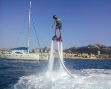 FLYBOARD A MARSEILLE PORT DE LA POINTE ROUGE